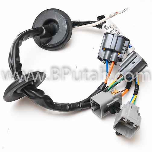 Land_Rover_LR3_Trailer_Wiring_Harness_YWJ500220 2 land rover lr3 genuine oem factory trailer tow wiring harness lr3 trailer wiring harness at mifinder.co